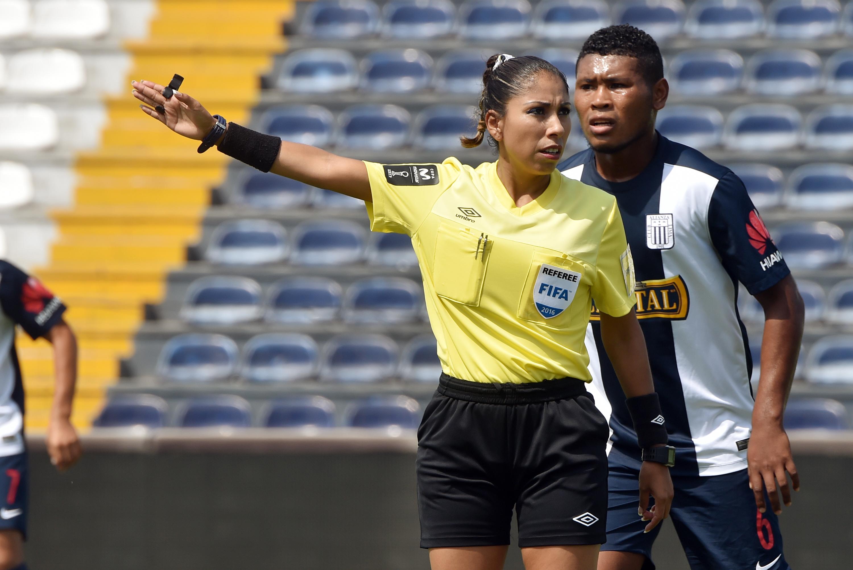 umbro referee